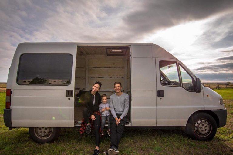 Au făcut conversie cu mai puțin de 1200€ și călătoresc prin lume