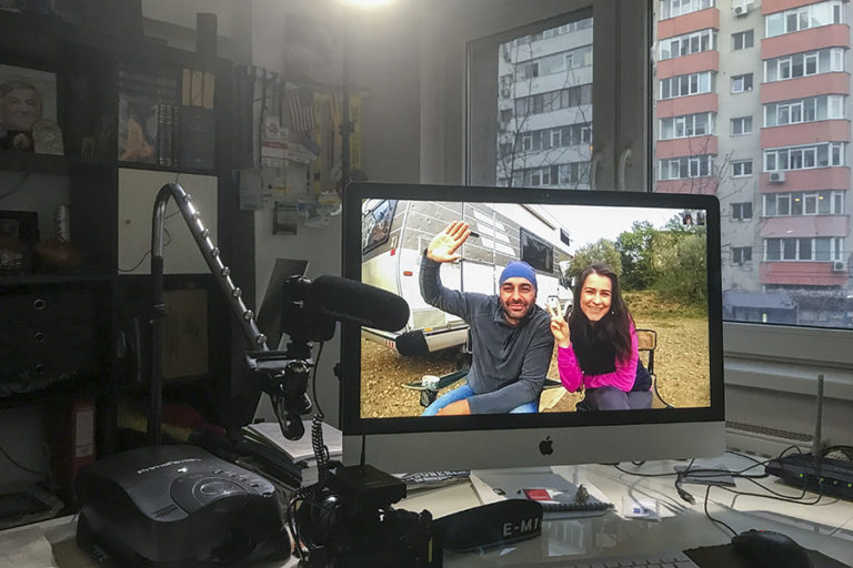 Doi bucureșteni sunt izolați în camper în Spania