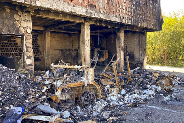 Autorulota de 100.000 de euro distrusă total în incendiu